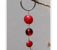 Schlüsselanhänger mit roten Linsen - erster Versuch